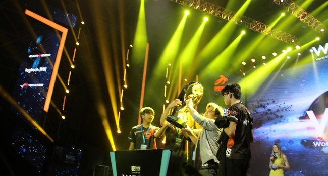 Team TNC Pro Team lifting the trophy at WESG. Image source: GosuGamers